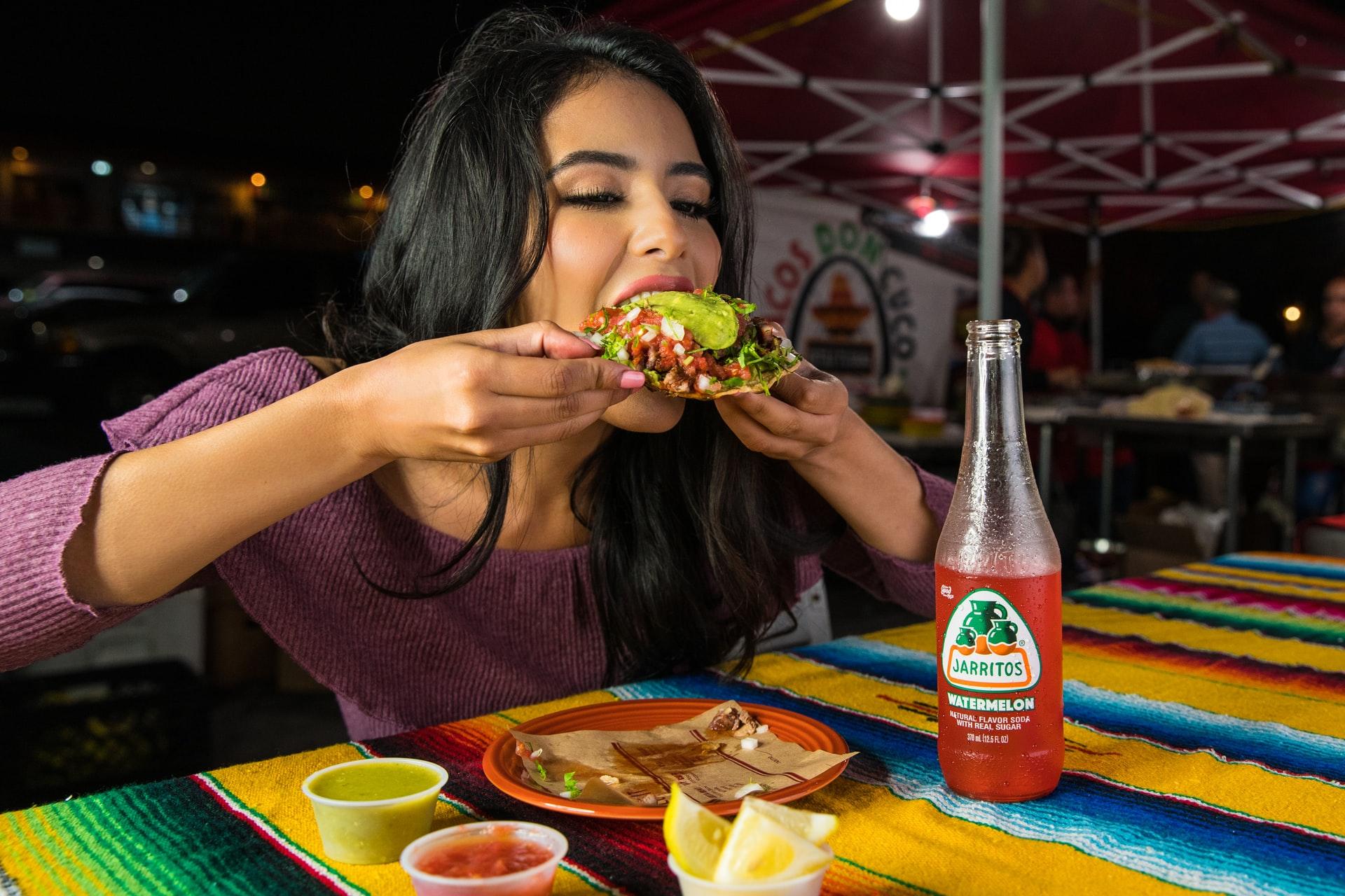 5 étel, ami borzasztó leheletet okoz – és nem is tudtál róla