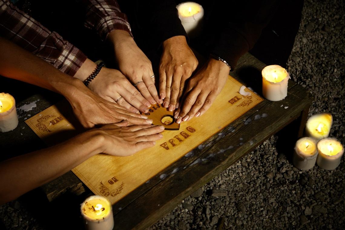 Szellemtábla – A kísértetek szócsöve vagy a tudatalattink játéka?
