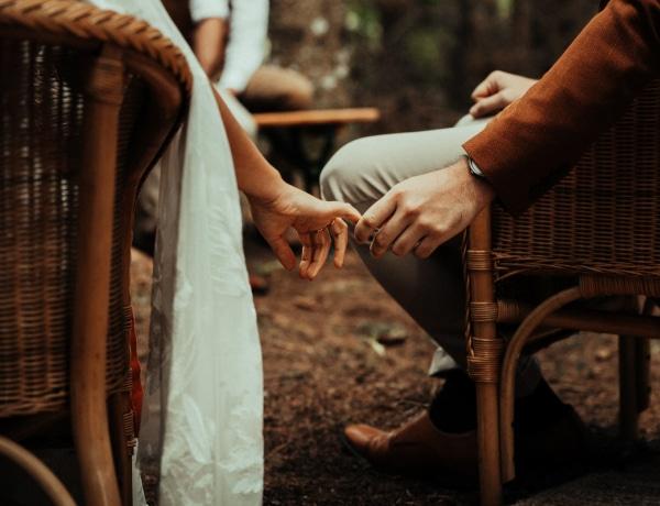 A 7 jel, ami lebuktatja a pasit: fülig szerelmes beléd!