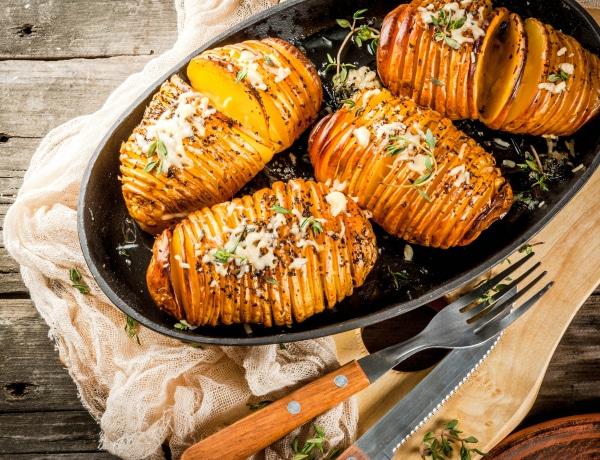 Ez lesz a legnagyobb sláger ősszel a konyhádban: a svéd hasselback édesburgonyát ki kell próbálnod