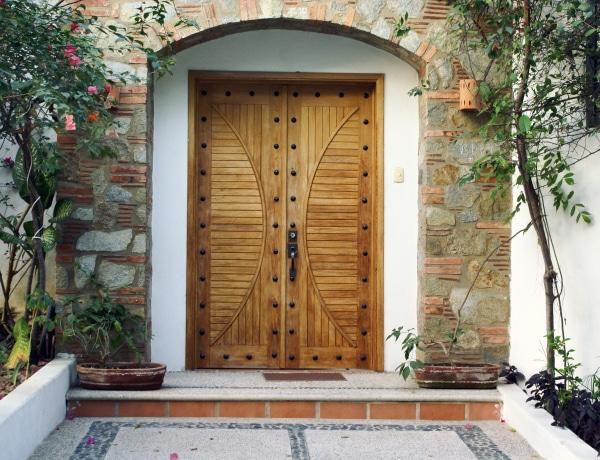 Az egyedi bejárati ajtók 3 + 1 előnye